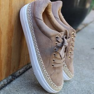 Shoes - 🆕️//The Autumn//Taupe lace up Sneaker